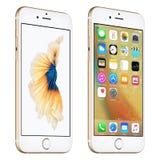 Το χρυσό iPhone της Apple 6S ελαφρώς περιστράφηκε την μπροστινή άποψη με iOS 9 Στοκ Φωτογραφίες