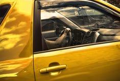 Χρυσό αυτοκίνητο στοκ φωτογραφία με δικαίωμα ελεύθερης χρήσης