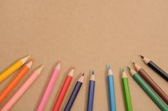 Το χρωματισμένο μολύβι θέτει το πλαίσιο Στοκ φωτογραφίες με δικαίωμα ελεύθερης χρήσης