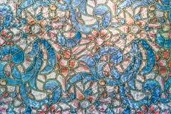 Το χρώμα έβαψε το ασιατικό διαμορφωμένο γυαλί στοκ εικόνες με δικαίωμα ελεύθερης χρήσης