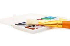 το χρώμα βουρτσών χρωματίζ&epsi Στοκ φωτογραφίες με δικαίωμα ελεύθερης χρήσης