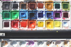 το χρώμα χρωματίζει το ύδωρ Στοκ φωτογραφία με δικαίωμα ελεύθερης χρήσης