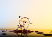 Το χρώμα waterdrops συγκρούεται μεταξύ τους Στοκ Φωτογραφίες
