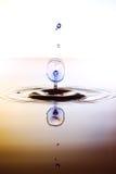 Το χρώμα waterdrops συγκρούεται μεταξύ τους Στοκ Εικόνες