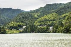 Το χωριό κατά μήκος του ποταμού Fuchun Στοκ εικόνα με δικαίωμα ελεύθερης χρήσης