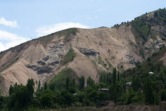 Το χωριό στα βουνά Τοπίο Tazhdikistan Στοκ εικόνες με δικαίωμα ελεύθερης χρήσης