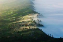 Το χωριό Cemoro lawang σε Bromo τοποθετεί σε Bromo στοκ εικόνες