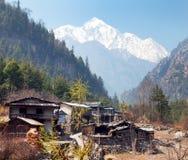 Το χωριό Timang και τοποθετεί Annapurna 2 ΙΙ Στοκ Εικόνες