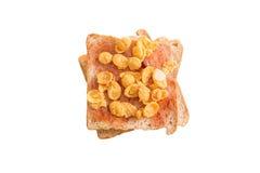 Το ψημένο ψωμί γεμίζει με τη μαρμελάδα φραουλών και τα γλυκά δημητριακά, που απομονώνονται στο άσπρο υπόβαθρο Στοκ Εικόνες