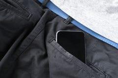 το ψηφιακό spartphone πρόσωπα ασθμαίνει ή πίσω τσέπη τζιν, σύγχρονες επικοινωνία και συνδέσεις στο Διαδίκτυο στοκ εικόνες