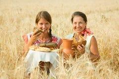 το ψωμί ντύνει τις παραδοσ& Στοκ φωτογραφία με δικαίωμα ελεύθερης χρήσης