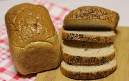 το ψωμί τεμαχίζει το λευκό Στοκ εικόνες με δικαίωμα ελεύθερης χρήσης