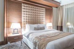 Το δωμάτιο ξενοδοχείου με το σύγχρονο εσωτερικό στοκ εικόνες