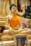 το όμορφο άγαλμα του Βούδα στο ναό στο wat Monmahinsilaram Στοκ φωτογραφία με δικαίωμα ελεύθερης χρήσης