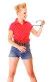 Το όμορφο αναδρομικό hairstyle κοριτσιών κρατά τα γυαλιά απομονωμένα Στοκ φωτογραφία με δικαίωμα ελεύθερης χρήσης