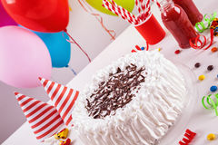 το όμορφο κέικ γενεθλίων μπαλονιών αφροαμερικάνων γιορτάζει την παρούσα συνεδρίαση βασικών συμβαλλόμενων μερών εκμετάλλευσης κορι Στοκ φωτογραφία με δικαίωμα ελεύθερης χρήσης