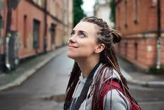 Το όμορφο κορίτσι ανατρέχει Στοκ Φωτογραφίες