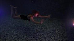 Το όμορφο κορίτσι κολυμπά υποβρύχιο στο waterpool νύχτας με τα φω'τα απόθεμα βίντεο