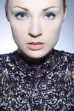 Το όμορφο κορίτσι με τέλειο αποτελεί Στοκ Φωτογραφία