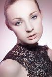 Το όμορφο κορίτσι με τέλειο αποτελεί Στοκ φωτογραφίες με δικαίωμα ελεύθερης χρήσης