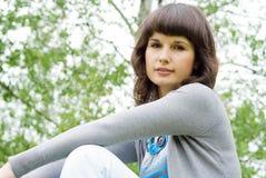 το όμορφο κορίτσι φωτογραφικών μηχανών κοιτάζει Στοκ εικόνες με δικαίωμα ελεύθερης χρήσης