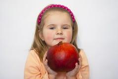 το όμορφο κορίτσι han κρατά τ&omic Στοκ φωτογραφίες με δικαίωμα ελεύθερης χρήσης