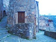 Το όμορφο μεσαιωνικό χωριό Sorano στην Τοσκάνη, Ιταλία Στοκ φωτογραφία με δικαίωμα ελεύθερης χρήσης