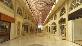 Το όμορφο μικρό ψωνίζοντας κέντρο Λεμεσός λεωφόρων στη Κύπρο στοκ εικόνα με δικαίωμα ελεύθερης χρήσης