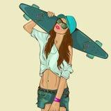 Το όμορφο νέο κορίτσι με skateboard Στοκ φωτογραφία με δικαίωμα ελεύθερης χρήσης