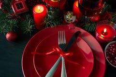 το όμορφο πεύκο πορτοκαλιών βελόνων λεμονιών ημερομηνιών σύνθεσης καφέ γαρίφαλων Χριστουγέννων σοκολάτας σφαιρών μήλων αγγέλου πα Στοκ φωτογραφία με δικαίωμα ελεύθερης χρήσης