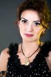 Το όμορφο πορτρέτο γυναικών, που εξισώνει το κόμμα αποτελεί το ύφος τρίχας στοκ φωτογραφία με δικαίωμα ελεύθερης χρήσης