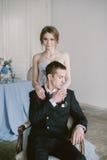 Το όμορφο πρόσφατα-παντρεμένο ζεύγος νυφική μόδα Στοκ Φωτογραφία