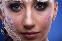 Το όμορφο πρότυπο με καλλιτεχνικό δημιουργικό αποτελεί Στοκ Φωτογραφίες