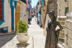 Το όμορφο τετράγωνο του αγγέλου και μια ζωηρόχρωμη οδός στην παλαιά Αβάνα στοκ εικόνα με δικαίωμα ελεύθερης χρήσης