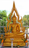 Το όμορφο χρυσό άγαλμα του Βούδα Στοκ Φωτογραφία
