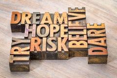 Το όνειρο, ελπίδα, θεωρεί, τολμά, διακινδυνεύει και δοκιμάζει την περίληψη λέξης στοκ εικόνες