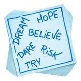 Το όνειρο, ελπίδα, θεωρεί, διακινδυνεύει, και δοκιμάζει τη σημείωση στοκ εικόνες