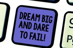 Το όνειρο κειμένων γραφής μεγάλο και τολμά να αποτύχει Η έννοια που σημαίνει την έμπνευση κινήτρου προετοιμάζεται να κάνει το πλη στοκ εικόνα