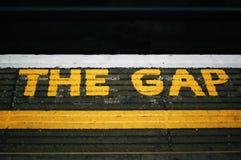 ` Το όνομα της Gap ` στον τοίχο στοκ φωτογραφία