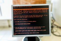 Το όργανο ελέγχου υπολογιστών είναι μολυσμένο με τον ιό Petya στοκ φωτογραφία