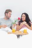 Το δόσιμο ατόμων ανήλθε στη σύζυγό του Στοκ Εικόνες