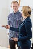 Το δόσιμο επιχειρηματιών συμβουλεύει στοκ εικόνα με δικαίωμα ελεύθερης χρήσης