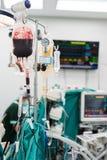 Το δόσιμο συσκεύασε το κόκκινο κύτταρο κατά τη διάρκεια της χειρουργικής επέμβασης Στοκ εικόνα με δικαίωμα ελεύθερης χρήσης