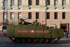 Το όχημα αγώνα πεζικού βάσει ενός ελπιδοφόρου μέσου πλατφορμών ακολούθησε kurganets-25 Στοκ φωτογραφίες με δικαίωμα ελεύθερης χρήσης