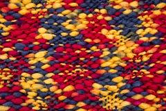 το ύφασμα ανασκόπησης πλέκει το πολύχρωμο διάνυσμα σύστασης προτύπων άνευ ραφής Στοκ Εικόνα