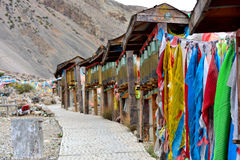 Το ύφασμα των scriptures στο περιστρέψιμο σχέδιο του Θιβέτ Στοκ εικόνες με δικαίωμα ελεύθερης χρήσης