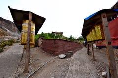 Το ύφασμα των scriptures στο περιστρέψιμο σχέδιο του Θιβέτ Στοκ φωτογραφία με δικαίωμα ελεύθερης χρήσης