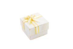 το δώρο κιβωτίων ανασκόπησης απομόνωσε το λευκό Στοκ Εικόνα