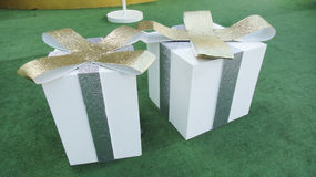 το δώρο κιβωτίων απομόνωσε το λευκό στοκ φωτογραφίες με δικαίωμα ελεύθερης χρήσης