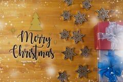 Το δώρο ΚΙΒΩΤΙΩΝ και το μικρό δώρο που τυλίγονται, παρουσιάζουν και Χριστούγεννα, άτομο Στοκ Εικόνες